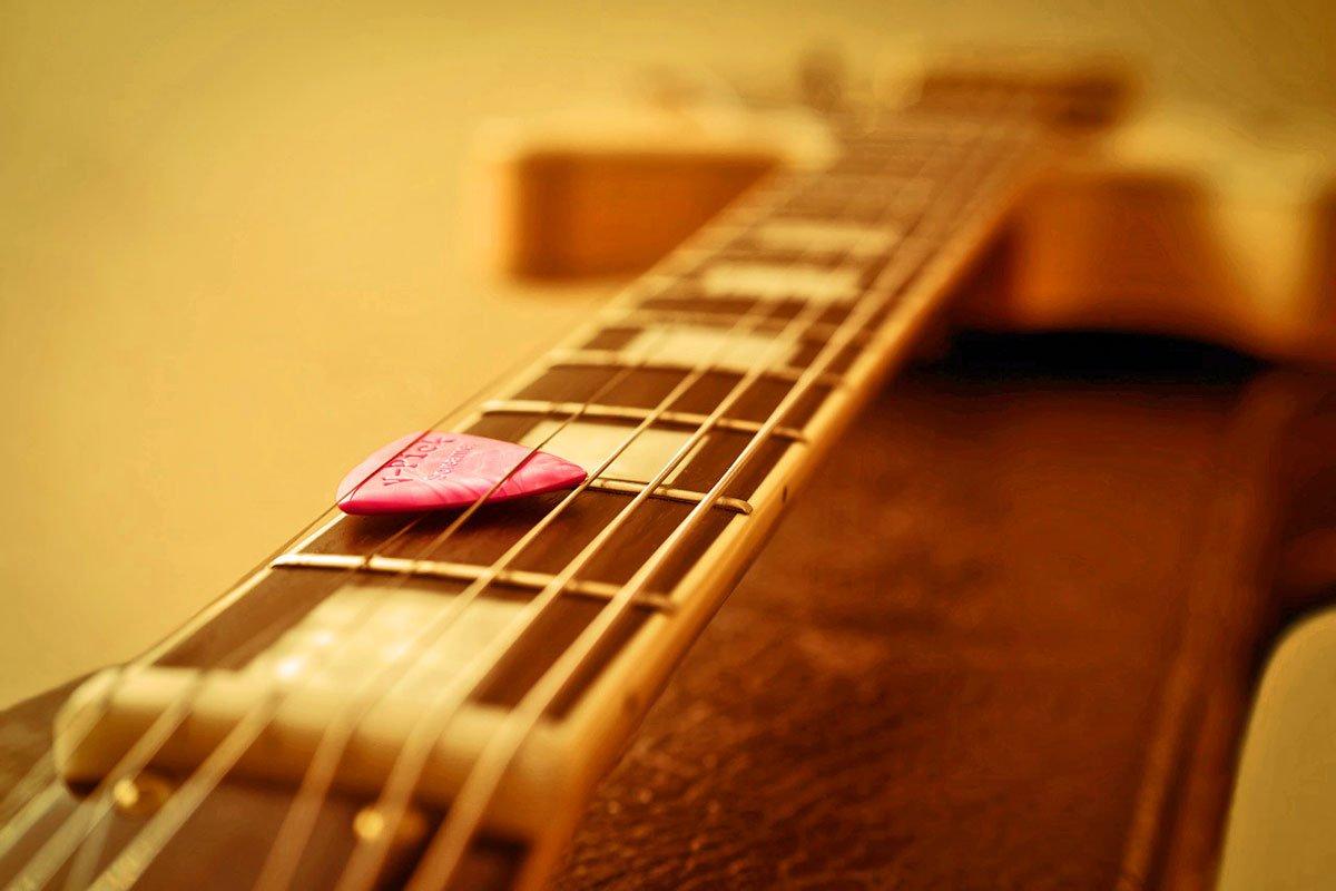Choosing a Flat Pick for Guitar or Mandolin